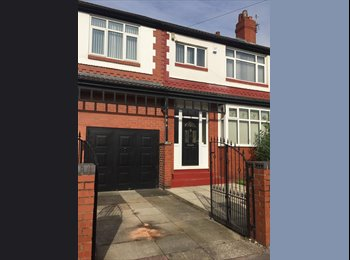 EasyRoommate UK - Single furnished room in 5 bed shared house- BILLS INCLUDED , Stockport - £500 pcm