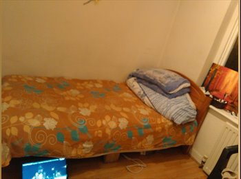 Single room available in shared house