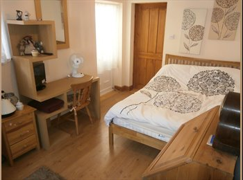 OwnEntrance Studio Double Bed Room EnSuiteShowerWC...