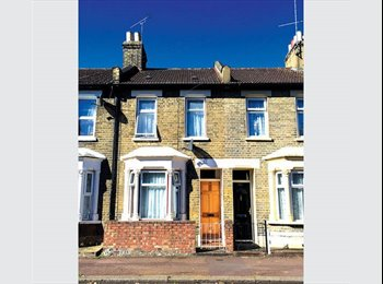 EXCELLENT LOCATION in ZONE 2 Three bed house in...