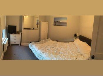 EasyRoommate UK - Dbl Room Mon- Fri, Old Town, Swindon - £425 pcm