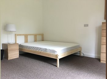 EasyRoommate UK - Large single room with garden access in newly refurbished decorated house, Oldbrook - £560 pcm