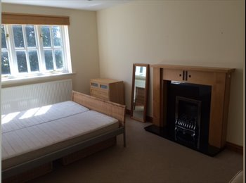 Lovely Double Room come free large house in Stamford