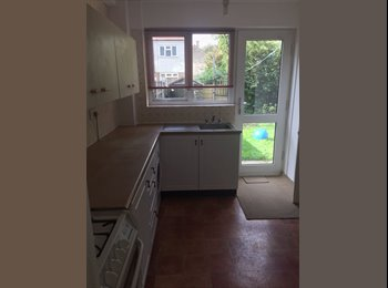 EasyRoommate UK - 5 ROOMS AVAILABLE FOR RENT IN A NEWLY REFURBISSHED HOUSE IN BARKING(THAMES VIEW ESTATE), Barking - £600 pcm