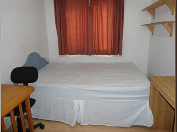 HOUNSLOW  LARGE DOUBLE ROOM WITH SMALL KITCHEN AND SHARED...