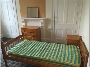 EasyRoommate UK - Professional House close to City Center - 18 May Terrace, Plymouth - £325 pcm