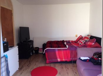 EasyRoommate UK - Double room in Coventry, all inclusive of bills. Good access to both uni's. , Coventry - £395 pcm