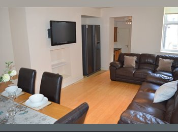 ONE ROOM AVAILABLE IN A FABULOUS 6 BEDROOM MASIONETTE