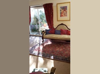 Spacious double room in elegant & bright house