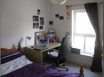 EasyRoommate UK - Central and bright double room in Haymarket, Edinburgh - £350 pcm