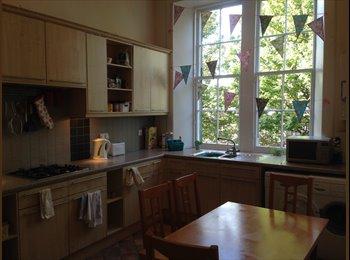 EasyRoommate UK - Large ensuite room in 3 bed flat. , Edinburgh - £475 pcm