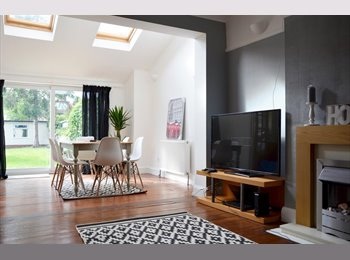 EasyRoommate UK -  Stylish Rooms In Spacious House, London - £650 pcm