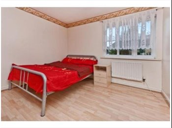 ***SHORT LET BEAUTIFUL THREE BEDROOM FLAT AVAILABLE FIVE...