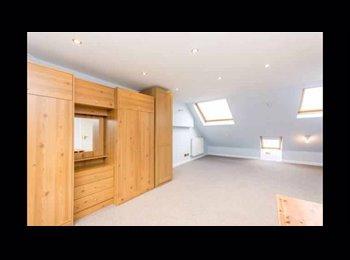 EasyRoommate UK - Viewings Today/ En-Suite Loft Now Available/ Zone 3/Bills inc., London - £940 pcm