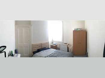 Big and bright double room in a house with garden!