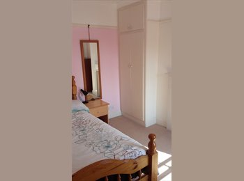 EasyRoommate UK - Furnished double room in town, 5 min from High Street, Colchester - £400 pcm
