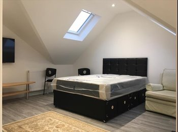 EasyRoommate UK - BRAND NEW & STYLLISH STUDIOIN NW11, London - £1,000 pcm