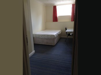 EasyRoommate UK - Double room £91pw opposit university, Plymouth - £364 pcm