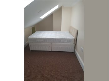 EasyRoommate UK - studio flat, London - £900 pcm