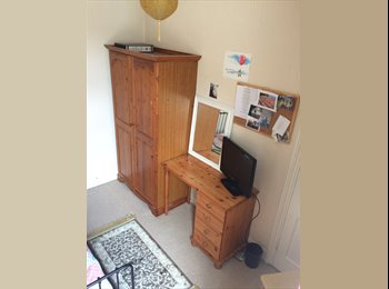 EasyRoommate UK - Single room in lovely quiet area close to beach and busses, Portsmouth - £415 pcm