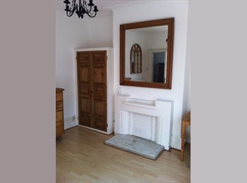 Double room in character houseiin Central Leamington Spa