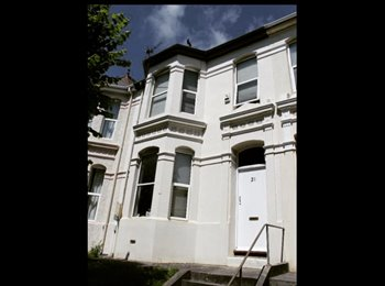 EasyRoommate UK - ROOM FOR RENT, SPACIOUS, CLOSE TO CITY CENTRE, Plymouth - £392 pcm