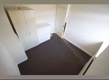 NEWLY REFURBISHED ROOM AVAILABLE IN DAGENHAM *NEAR STATION*