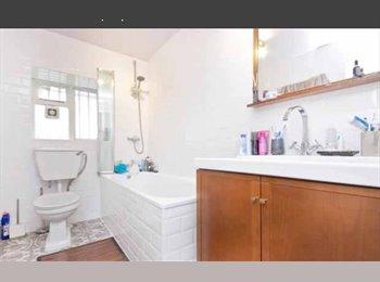 EasyRoommate UK - 1 bed room, Pentonville - £1,200 pcm