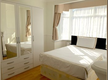 EasyRoommate UK - Great Large Room, Sky TV, All Bills Included, Enfield - £575 pcm