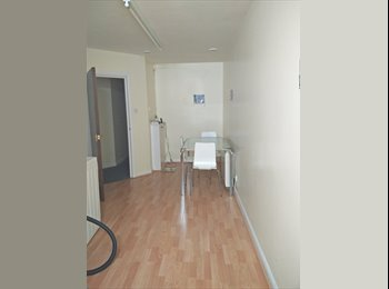 DOUBLE ROOM IN TOWN CENTER