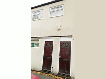 EasyRoommate UK - Spacious 3 bedroom Flat Close to City Centre, Nottingham - £328 pcm