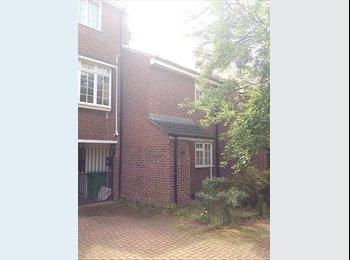 EasyRoommate UK - Three Bedroom Student House in City Centre, Nottingham - £328 pcm