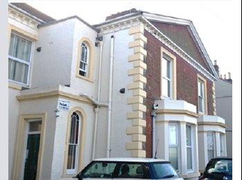 EasyRoommate UK - Four Bedroom Student Flat , Nottingham - £371 pcm