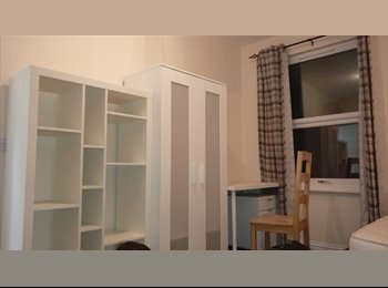 EasyRoommate UK - There are 5 ensuit available to rent, Clarendon Park - £425 pcm