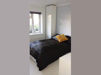 EasyRoommate UK - Lovely Double room in Bromley, Bromley - £680 pcm