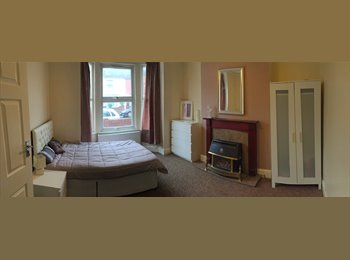 EasyRoommate UK - NEWLY REFURBISHED HOUSE * HUGE DOUBLE ROOMS * PROFESSIONALS ONLY *, Bedford - £450 pcm