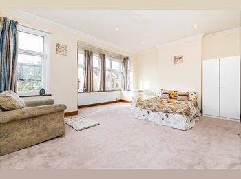 ***Spacious Rooms in Stunning Wimbledon Property***