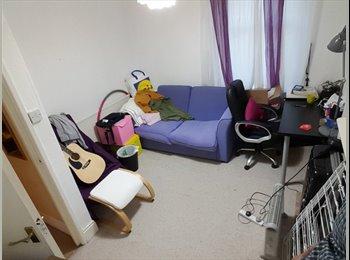 Single Room in a 2 Bedroom Flat (Bills Included)