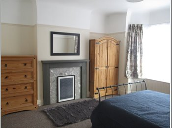 EasyRoommate UK - Large double room in superb house with parking + cleaner, Chester - £420 pcm