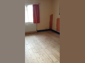 Rooms available near Woolwich Dockyard Station