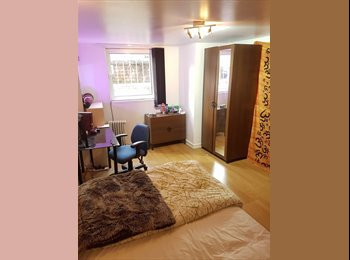 Double Bedroom available from Feb-Jun 2017 - Richmond...