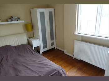 EasyRoommate UK - Modern, clean double bedroom, 2nd floor West Hampstead flat, West Hampstead - £800 pcm