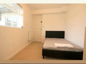EasyRoommate UK - *Couples Accepted**Virgin Wifi* **En-Suite**, Gloucester - £575 pcm