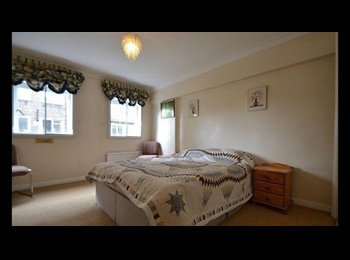EasyRoommate UK - Lovely ensuite 10 min from Kensington Olympia £1100 all  bills included, Holland Park - £1,100 pcm