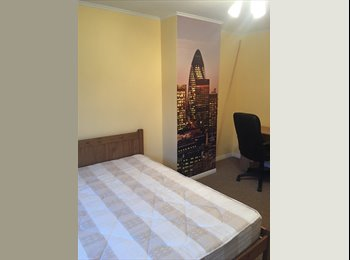 EasyRoommate UK - Sunny double in Greenwich, Lewisham - £660 pcm