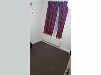 EasyRoommate UK - Double Room, Manor Park - £550 pcm
