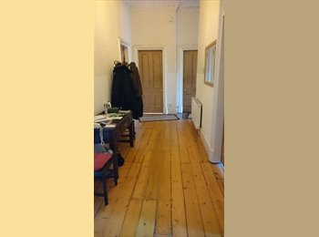 Huge Cecil Street double bedroom right beside Glasgow Uni...