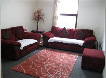 VERY CHEAP FURNISHED LARGE BEDRROM - CENTRE OF TOWN GL50