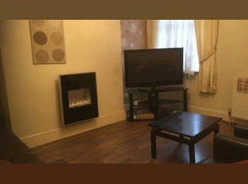 EasyRoommate UK - Large Large double room in shared house £350 per month all bills included, Kensington - £350 pcm