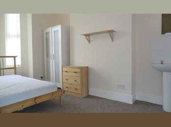 8 bedroom student house to rent near Coventry uni & Train...